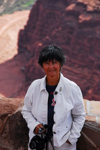 Paula Sa pictured above Dead Horse Canyon in Utah